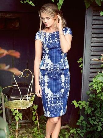 Платье-футляр с цельнокроеной баской