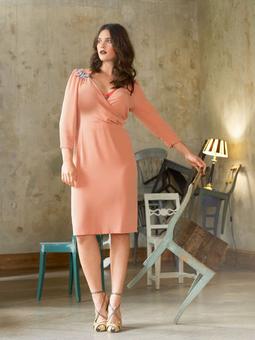 Платье с глубоким декольте