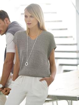 Пуловер с приспущенной линией плеч