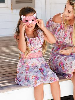 Платье с широкими оборками
