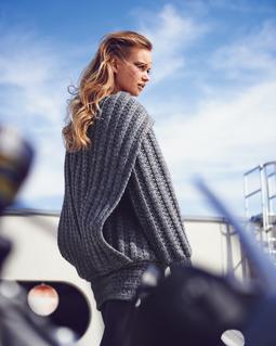 Пуловер с воротником-шарфом