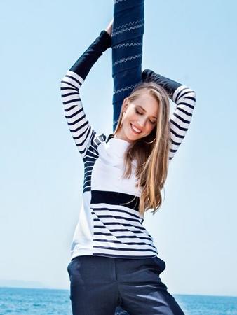Пуловер с геометричными вставками