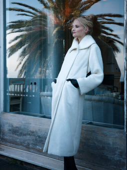 Пальто с широким воротником