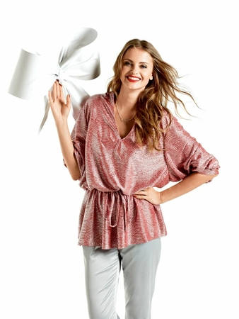 Блуза с V-образным вырезом