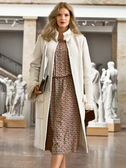 Пальто с рельефными швами