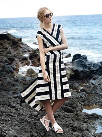 Платье с приспущенной линией плеча