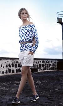 Блузка с вырезом кармен