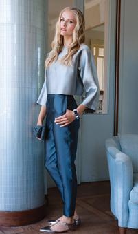 Блузка с цельнокроеными рукавами и брюки с высокой талией