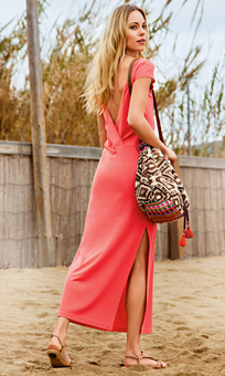 Платье с глубоким V-образным вырезом сзади