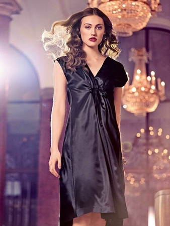 Платье с приспущенными плечами