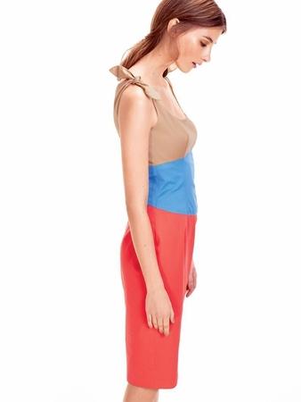 Платье-футляр с рельефными швами