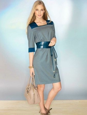 Платье-футляр приталенного силуэта
