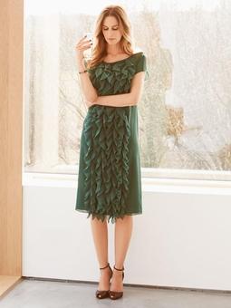 Платье прямого кроя с рюшами