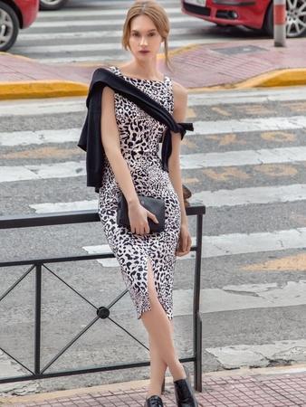 Платье-футляр отрезное по талии