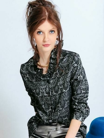 Блузка с воротником-оборкой