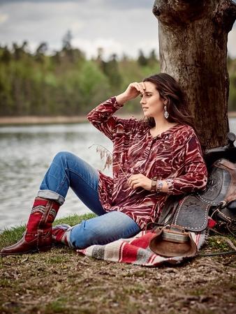 Пуловер с приспущенными проймами