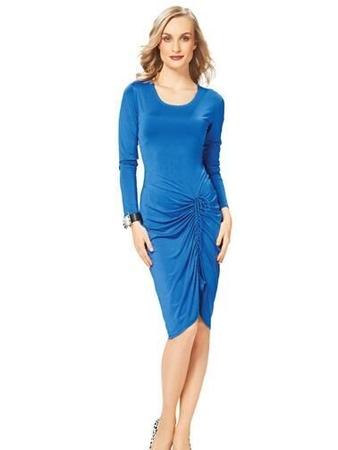 Платье по фигуре с драпировкой