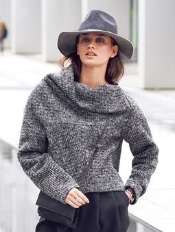 Пуловер с широким цельнокроеным воротником