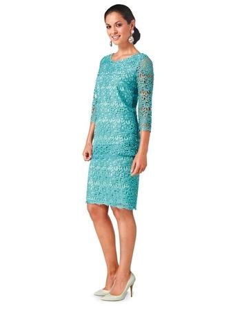 Платье-футляр из кружева