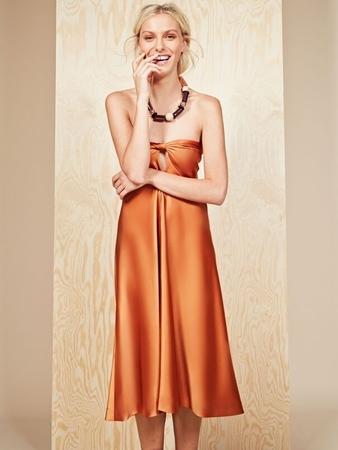 Платье-бандо с вырезом капелькой