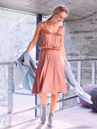 Платье с узким втачным поясом