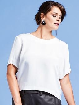 Блуза с глубоким декольте