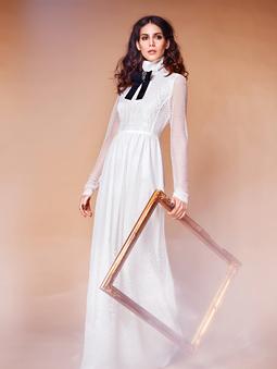 Платье с высоким воротником