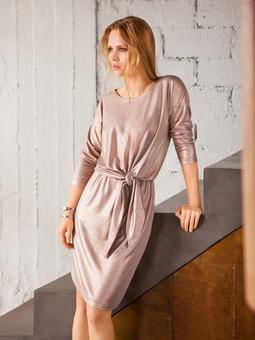 Платье с драпировкой на талии