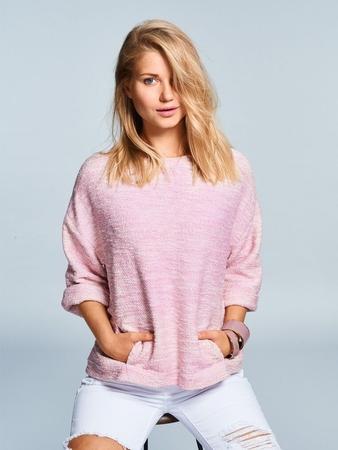 Пуловер с отворотами на рукавах