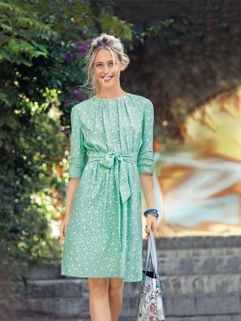 Платье с мягкими складками у горловины