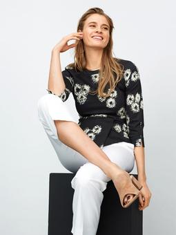 Приталенная блузка с баской