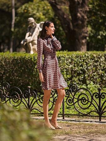 Платье с широким втачным поясом