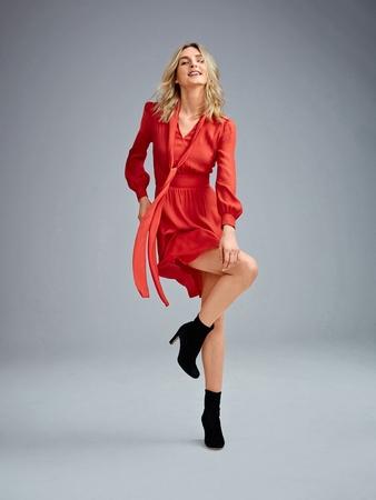 Платье с воротником-шарфом