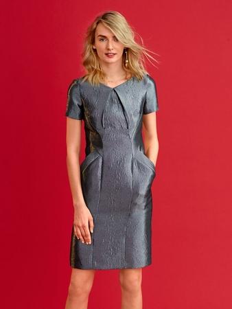 Платье с диагональными рельефными швами