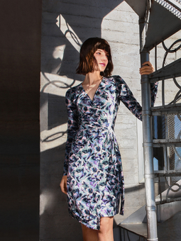 Платье с запахом и асимметричным низом