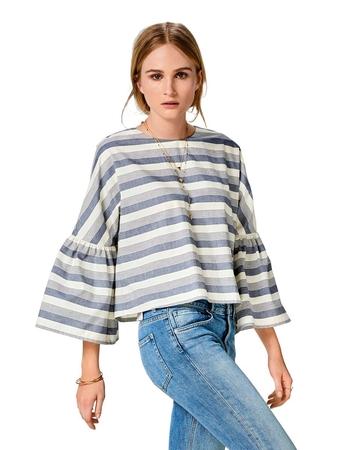 Широкая блузка с цельнокроеными рукавами