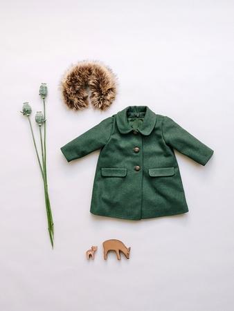 Расклешенное пальто для девочки