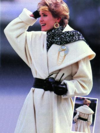 Пальто с оригинальным воротником