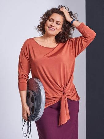 Пуловер с эффектной драпировкой