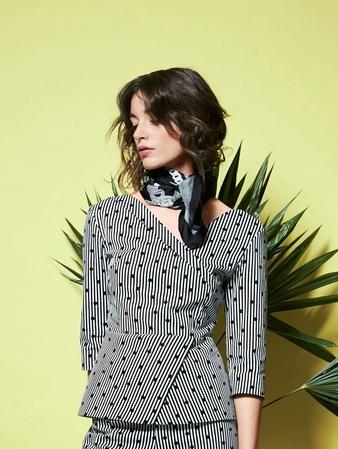 Блузка с эффектом запaха