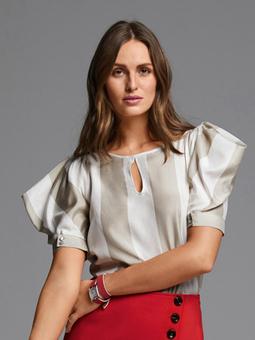 Блузка с объемными рукавами жиго