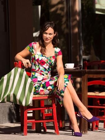 Платье-футляр с широким вырезом