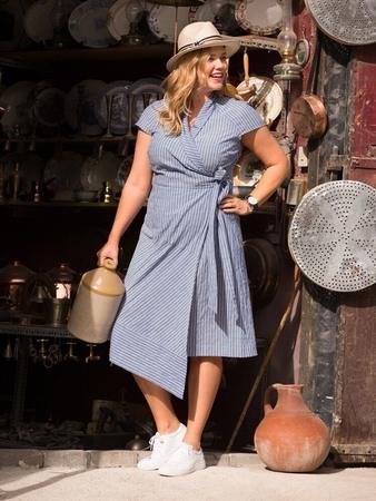 dd23d159352 Платье с запахом - выкройка № 124 из журнала 5 2018 Burda – выкройки ...