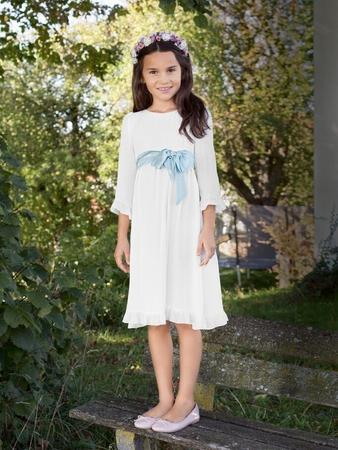 Платье с оборочками внизу рукавов