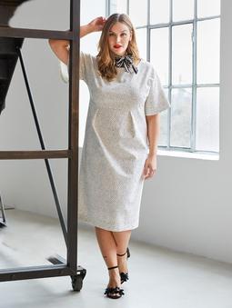 Платье с горловиной лодочкой
