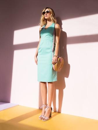 Платье-футляр с втачным поясом