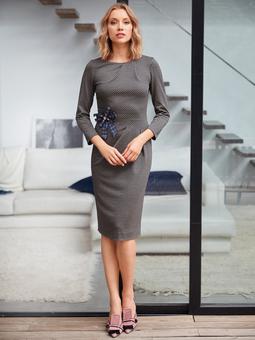 Платье-футляр с вырезом лодочкой