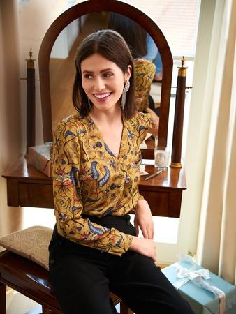 Блузка с V-горловиной