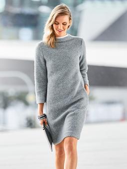 Платье с цельнокроеным воротником-стойкой