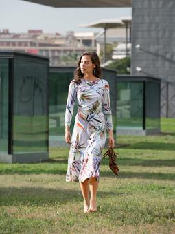 Трикотажное платье с узким лифом